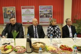 b4e41882a5b6 Návštěva hejtmana a členů Rady Ústeckého kraje na ústecké stavební  průmyslovce